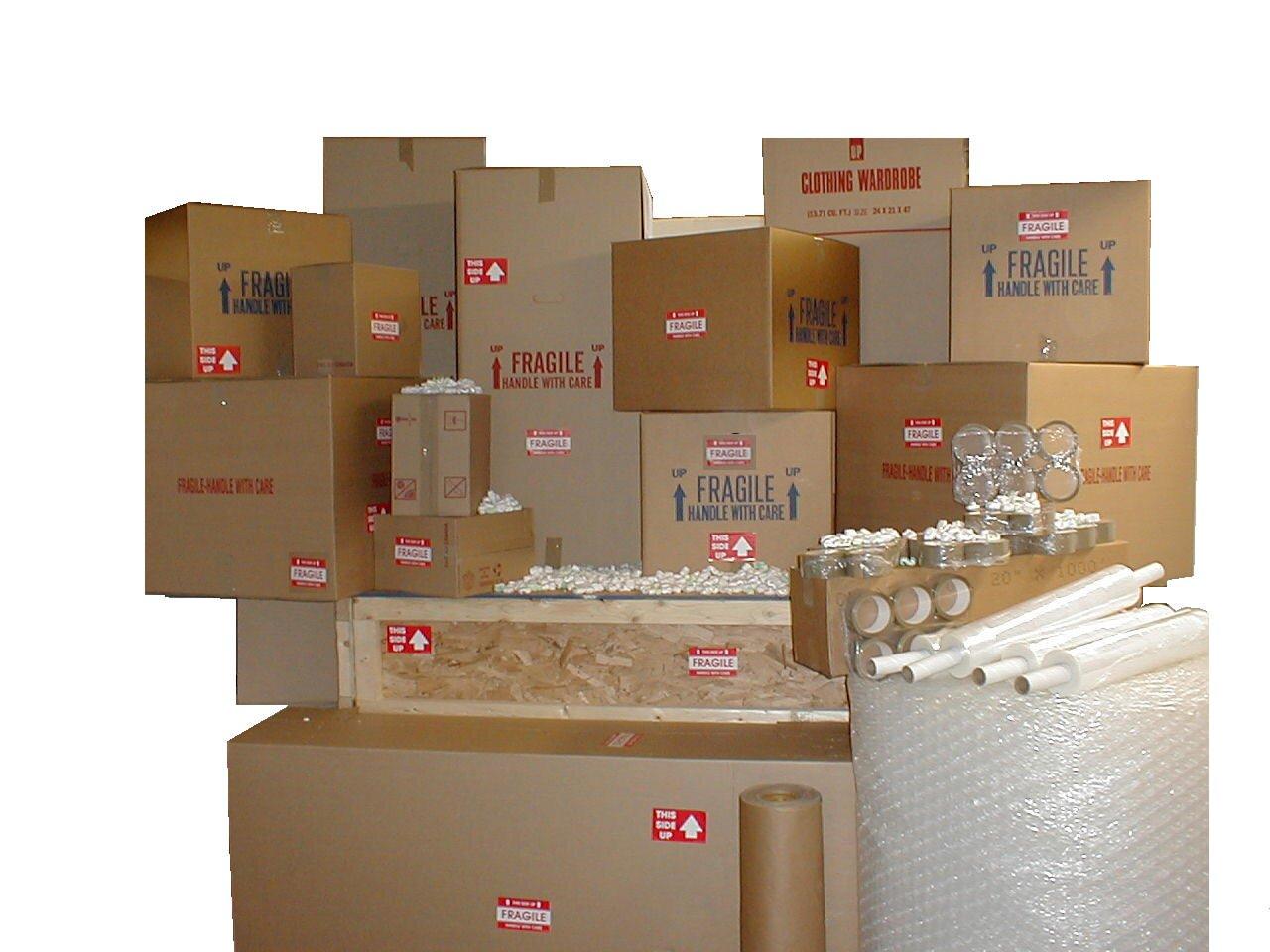 Különböző csomagolóanyagok a kartondoboztól a buborékos fóliáig.